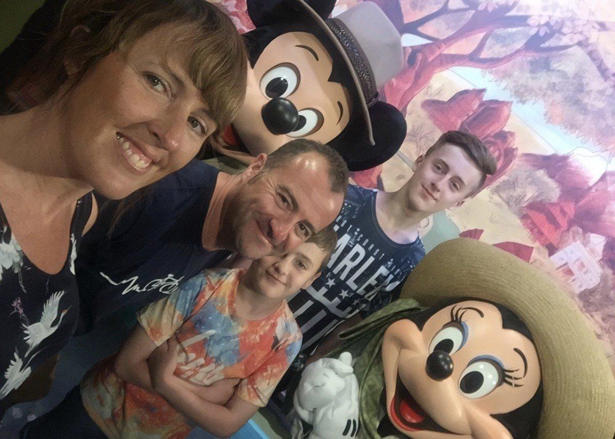 selfie mickey mouse disney