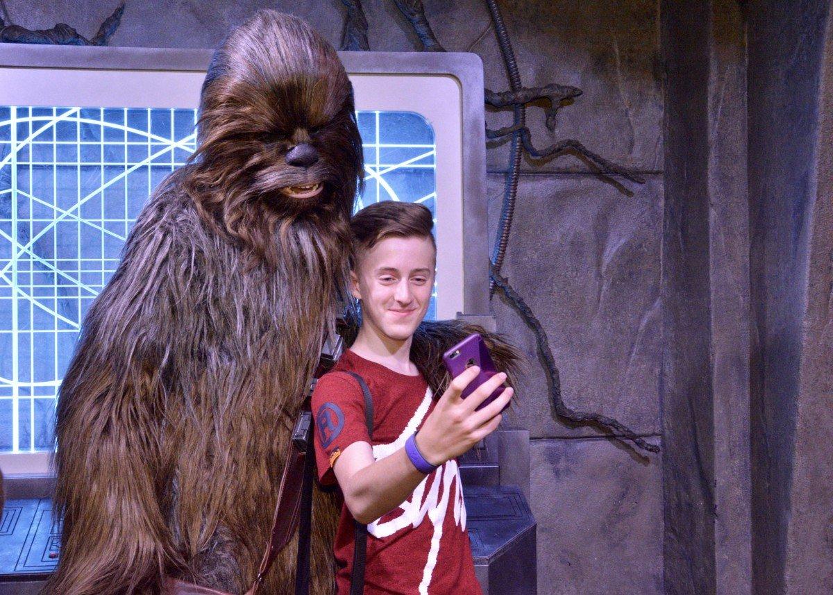 selfie chewbacca disney