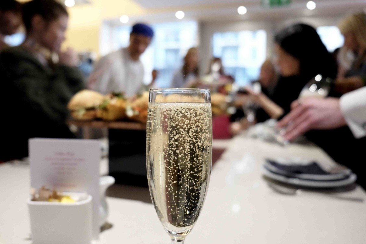 Champagne and Cupcakes with Eric Lanlard and Red Letter Days. afternoon luxury tea