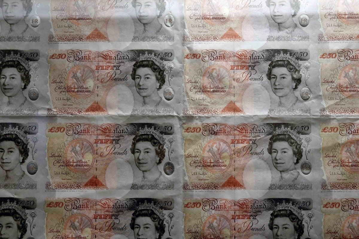 money saving tips Bank of England museum in London £10 pound notes image