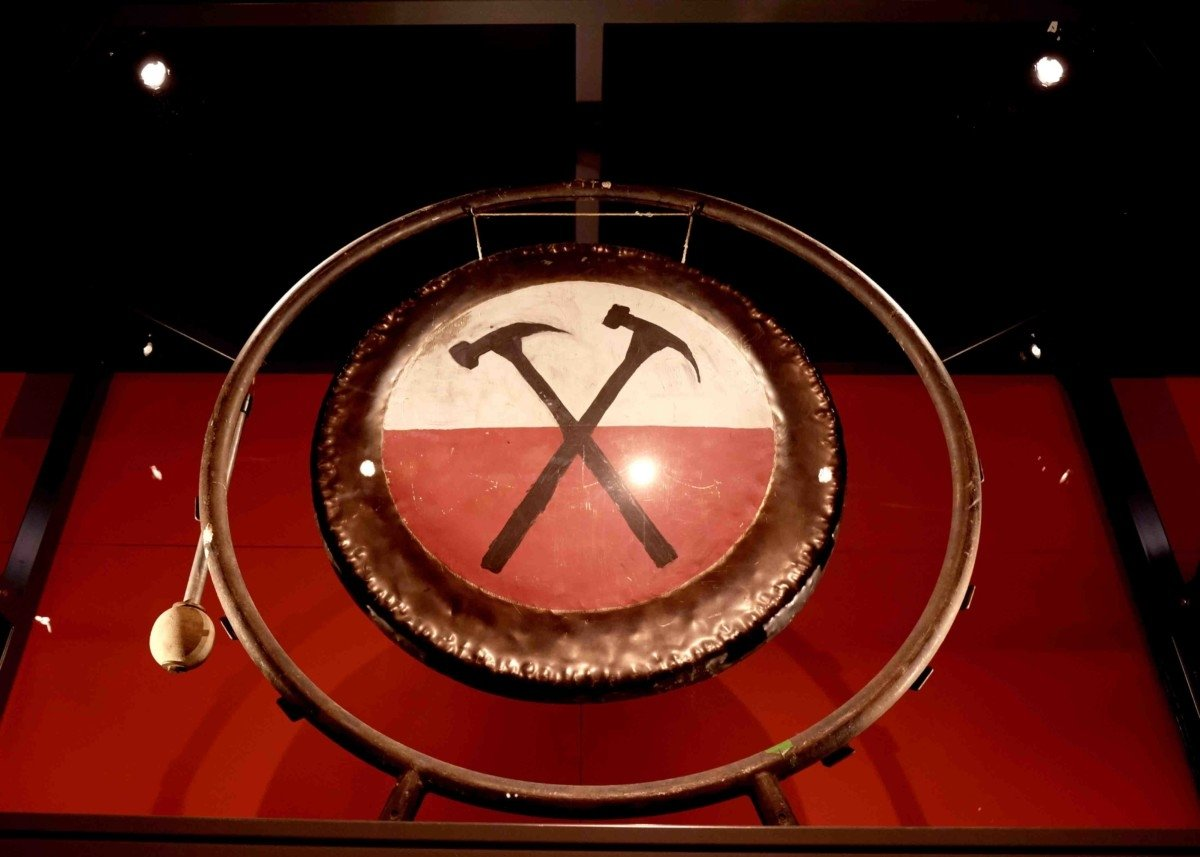 The Gong from the Wall Pink Floyd.