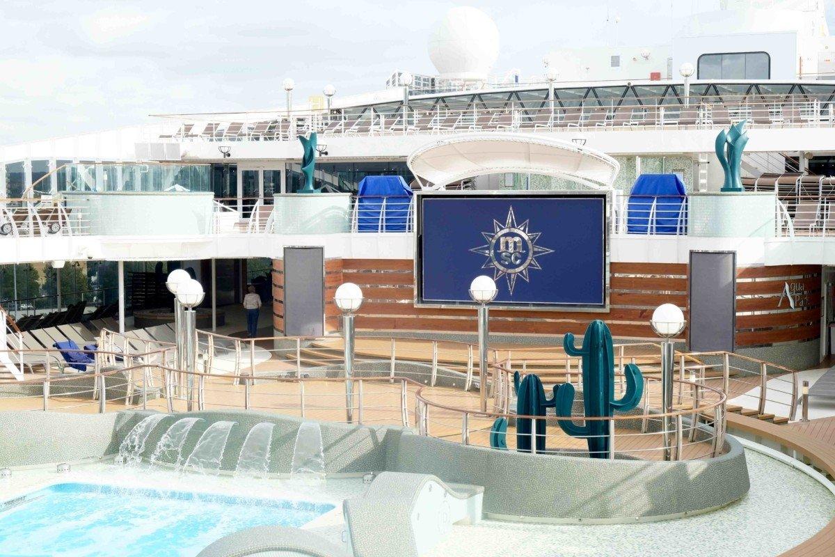 Cruise Msc Preziosa deck pool