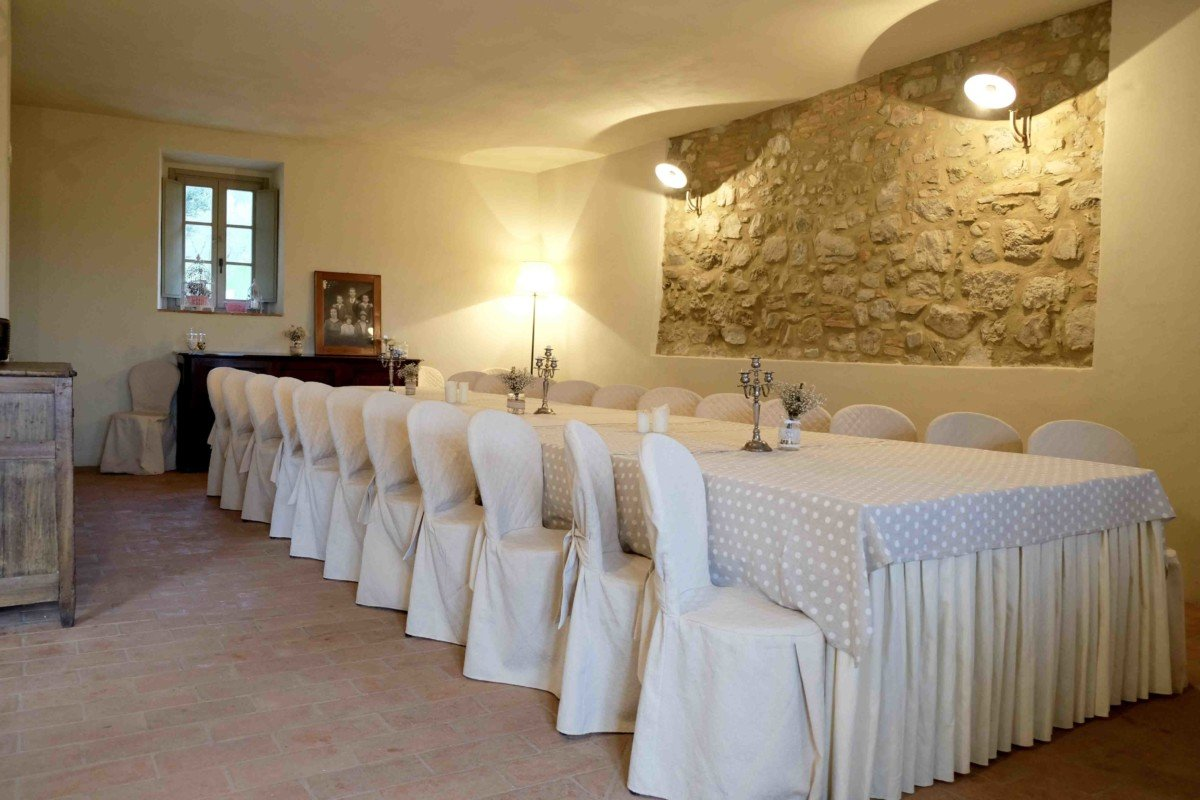 Dining at Country Relais & Spa Le Capanne Volterra Tuscan kitchen