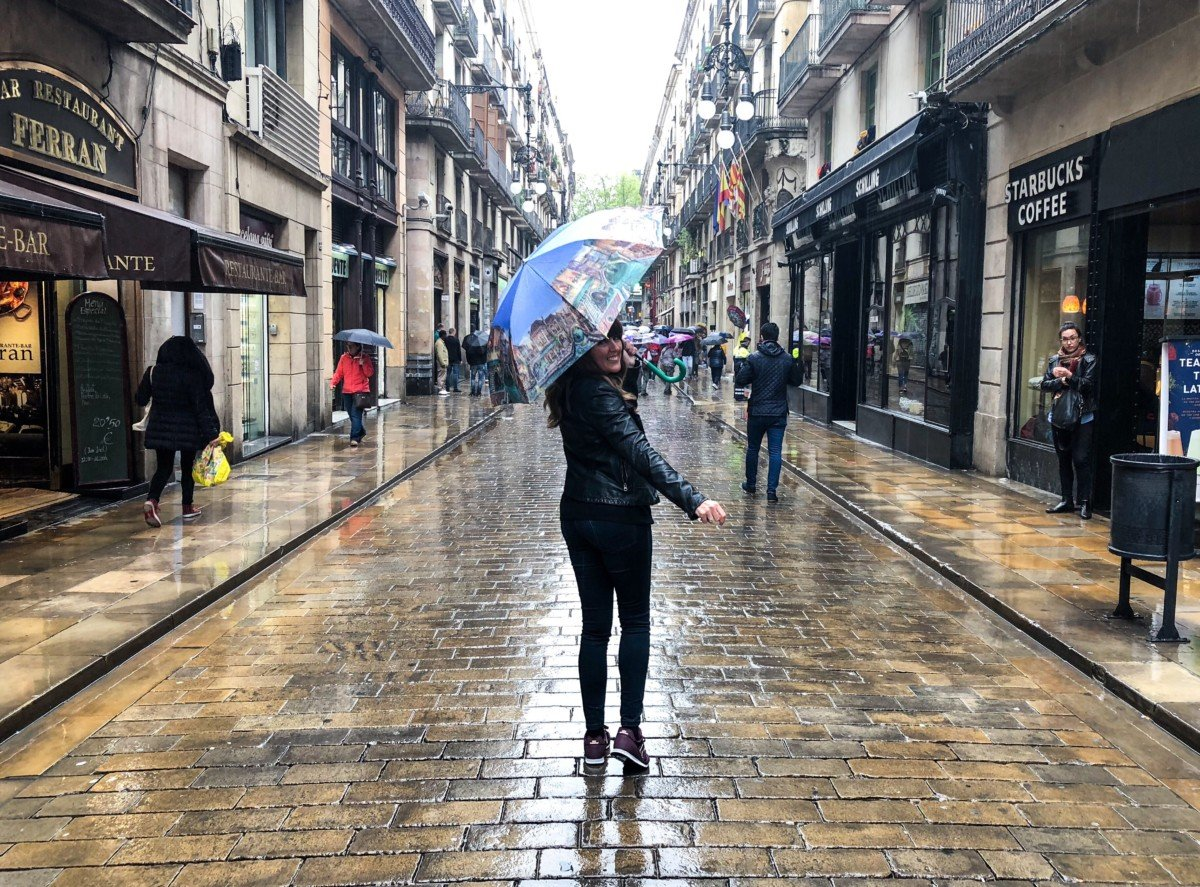 Like Love do Donna Vallance Essex lifestyle blog about me page. Barcelona in the rain Picture.