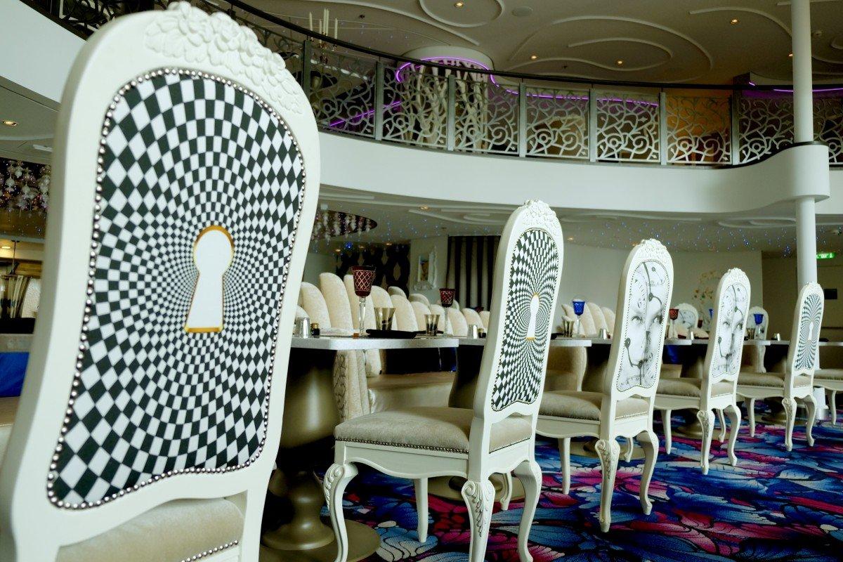 Wonderland Restauant on Symphony of the seas