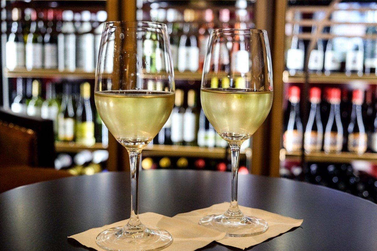 Vintages Wine Bar Symphony of the Seas wine glasses