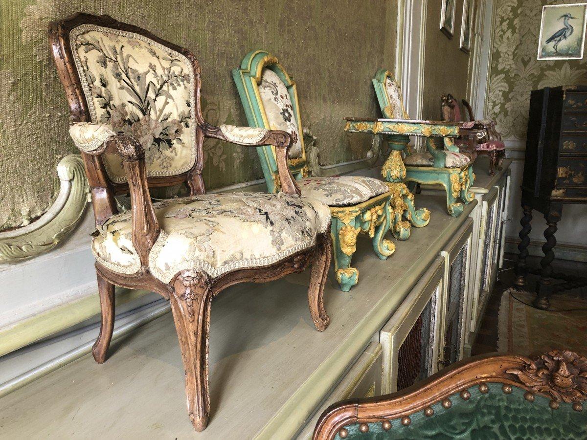 Miniature miniatures atChateau De Vendeuvre dollhouse furniture children chairs