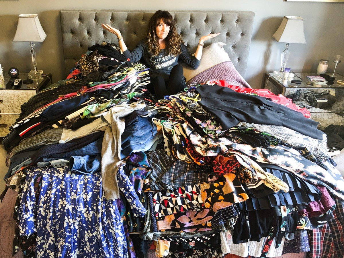 The Essex Lifestyle blog, Marie Kondo The Magic of Tidying up helped me organise my wardrobe. Pile everything on the bed and work out what sparks joy , How to declutter your home