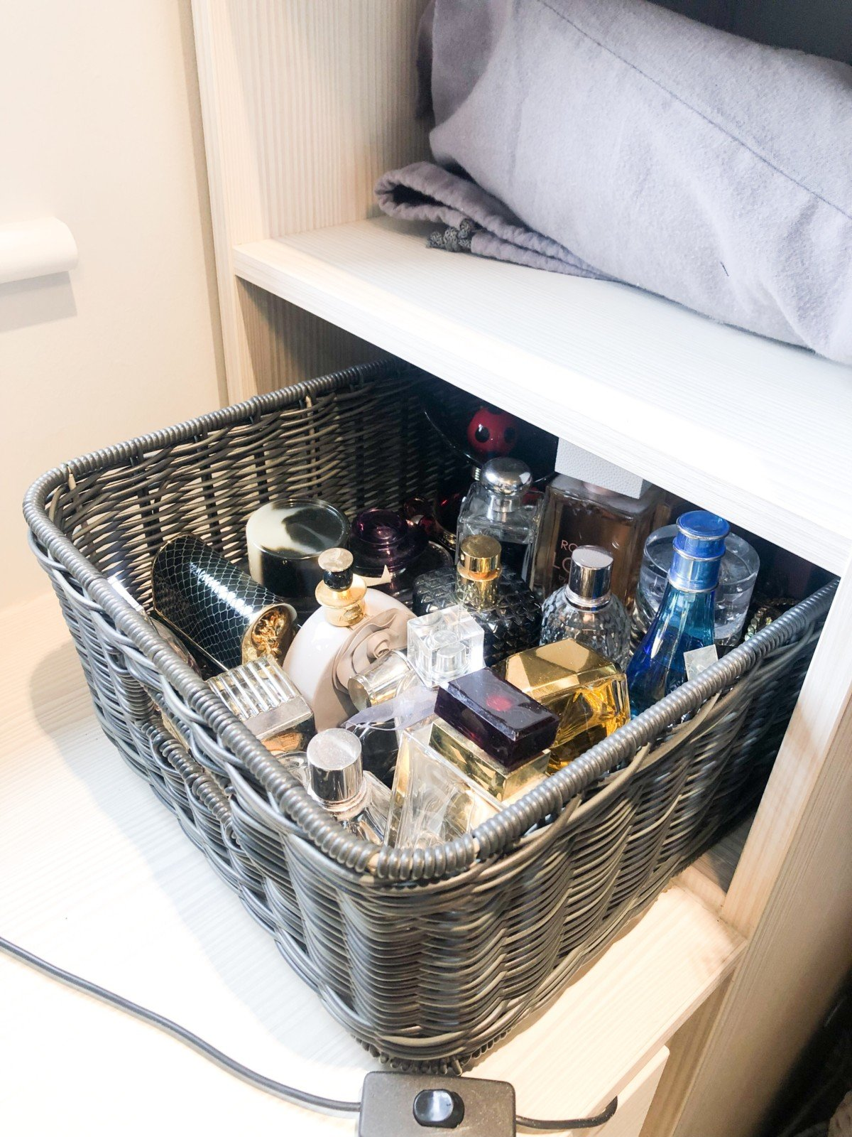Use baskets to keep things together none place , hoe to declutter your home