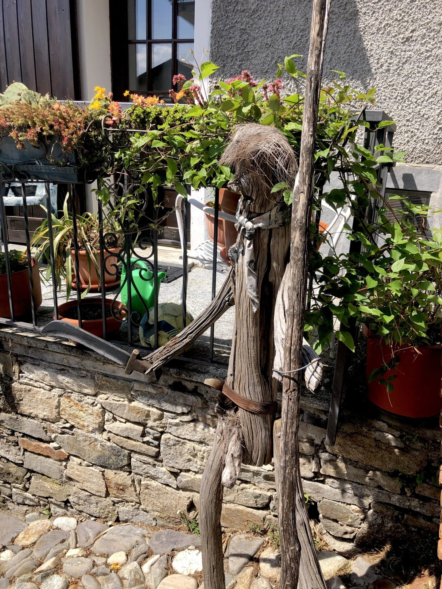 We had a giggle at some of the wooden men of Musignano!