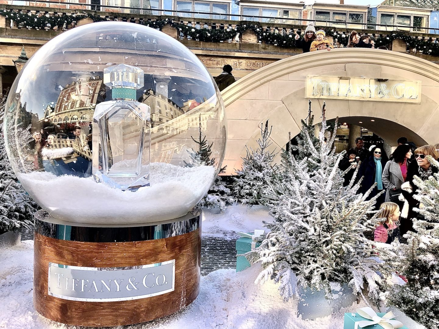 Best Ice rinks in London. Tiffany perfume Ice rink in Londons Covent garden