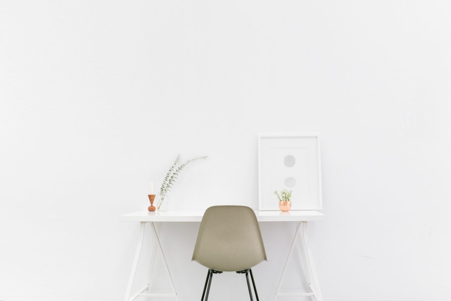 The Key Technologies for a Minimalist Home white table and chairs